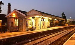 220px-Castle_Cary_railway_station_-_platform_1_-_01