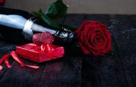 valentine-s-day-roses-champagne_70626-3608